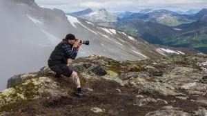 DocRock:  Självporträtt vid min fotovandring på Romsdalseggen i Norge sommaren 2014. Taget från stativ. Kamerahuset jag håller i är kasserat och enbart medtaget för bilden.
